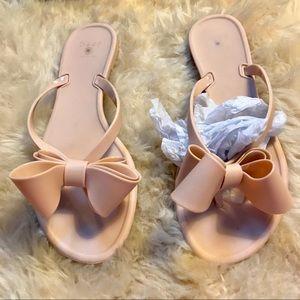 42f0a8fe962b9 Dizzy Shoes - New PVC Dizzy Bow Flip Flops in Matte Cream SZ 7.5